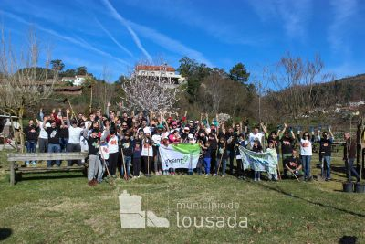 Volunteers plantes 1000 trees this day. Credit: M.Lousada