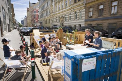 c) Daniel Auer/Parklet Party Zipation
