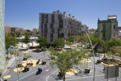 5.Poblenou Superblock_Aerial view of the square-min